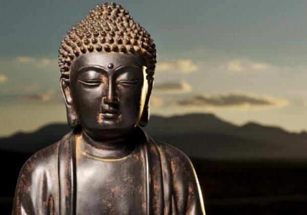 Estátua de Buda na China representa o budismo chinês