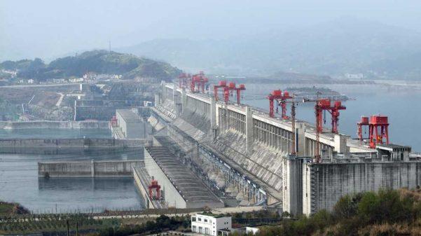 A Hidrelétrica das Três Gargantas em pleno funcionamento